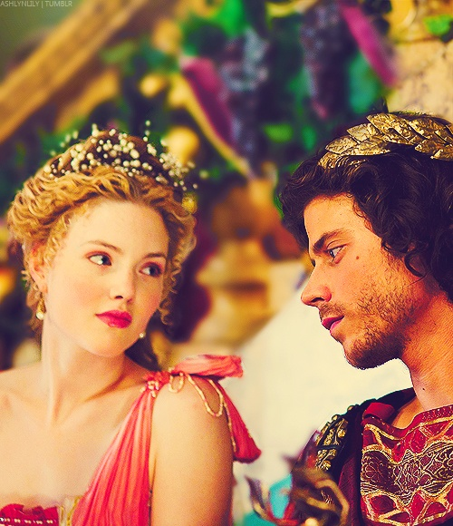 Holliday Grainger and Francois Arnaud as Lucrezia and Cesare Borgia