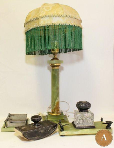 Письменный прибор с настольной лампой