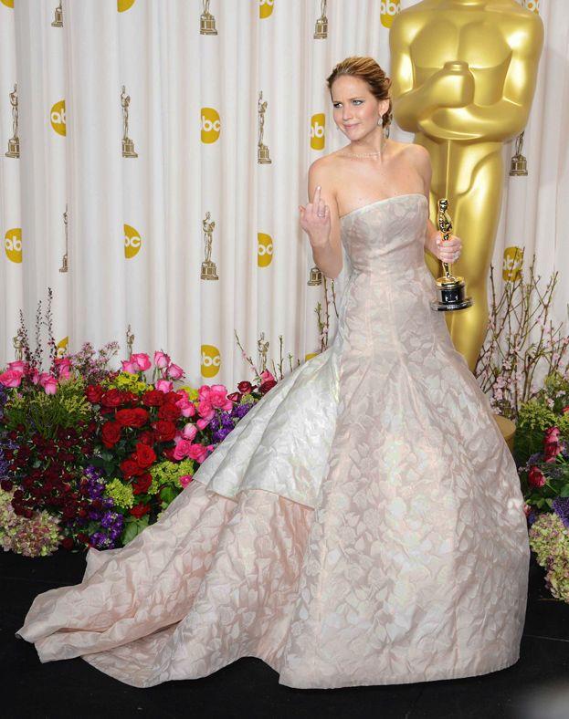 2013: Jennifer Lawrence za Poradnik pozytywnego myślenia, suknia Dior