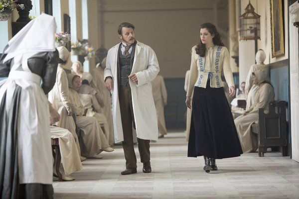 Still of Anthony Calf and Jessica De Gouw in Dracula (2013)