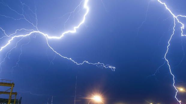 During a thunderstorm, it can be amusing to count the seconds between a flash of lightning and its slightly delayed boom of thunder. The light of a lightning strike reaches your eyes almost instantaneously, but the sound of thunder travels through the air at a slower speed, approximately 600 mph. So...