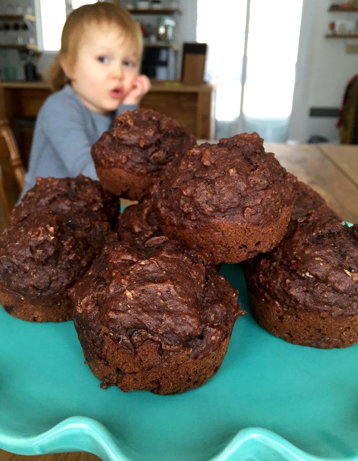 Des muffins pour faire plaisir à toute la famille: chocolat, banane et du tofu qui passe incognito!
