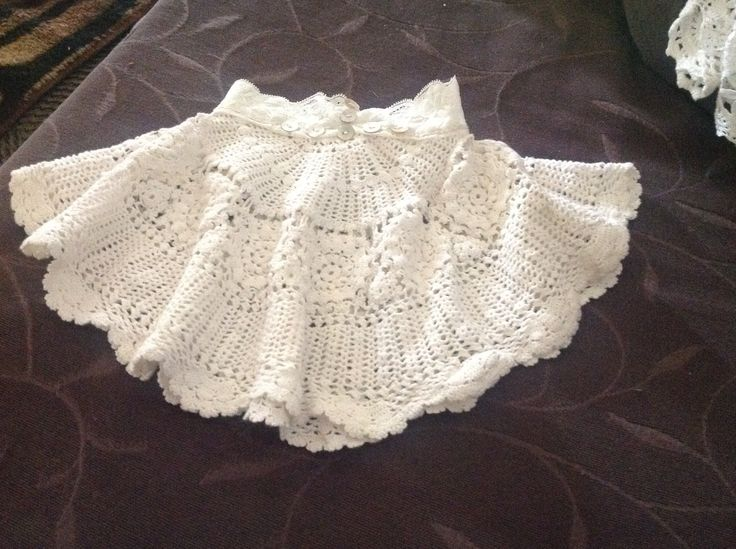 Take 1 Round Doily bit of stretch Lace, and a couple of Mother of Pearl buttons. CUTE.