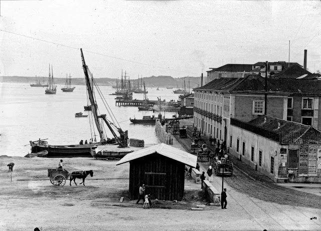 Lisboa de Antigamente: Largo dos Caminhos de Ferro, antiga Praia dos Alga...