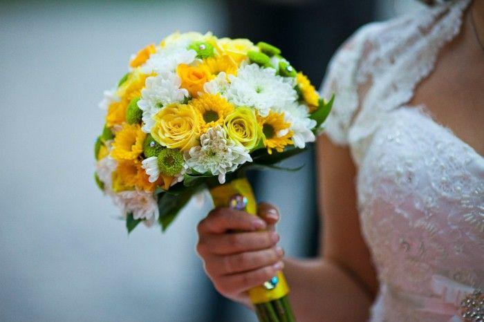 Výsledek obrázku pro chrysanthemum wedding bouquet