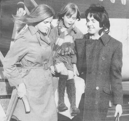 1969 - Paul McCartney and his wife Linda Eastman with their daughter Heather.
