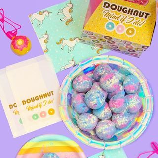 Doughnut mind if I do!  I'm always torn as to if I should spell it #doughnut or donut!  Either way works for me!  I'm carrying my #diy #rainbow #unicorn #donut Holes around in these #cute donut themed bags and boxes!  Love these from @wiltoncakes Donut Stand collection!  Also check out the #diy for these donut holes #ontheblog now!  Link in the profile above! #bandbdonutweek .....#buzzfeedfood #beautifulcuisines #eeeeets #foodpic #myunicornlife #foodblogfeed #hu...
