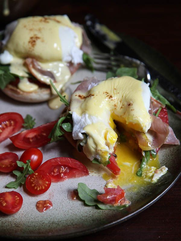 Arugula and Prosciutto Egg Benedict Peppery arugula and dry cured prosciutto give the classic Eggs Benedict an easy upgrade.