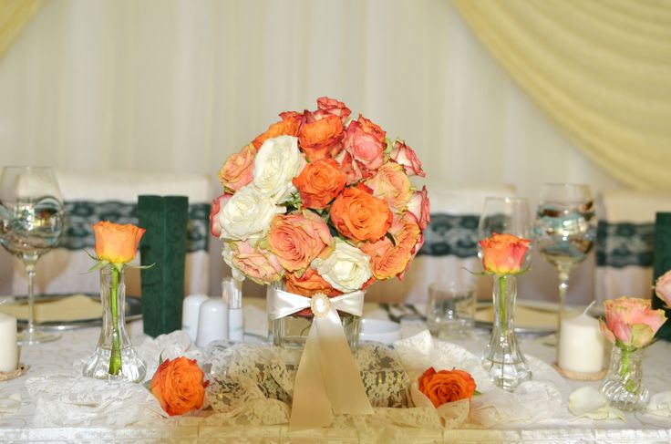 Rose centerpiece on the sweetheart table