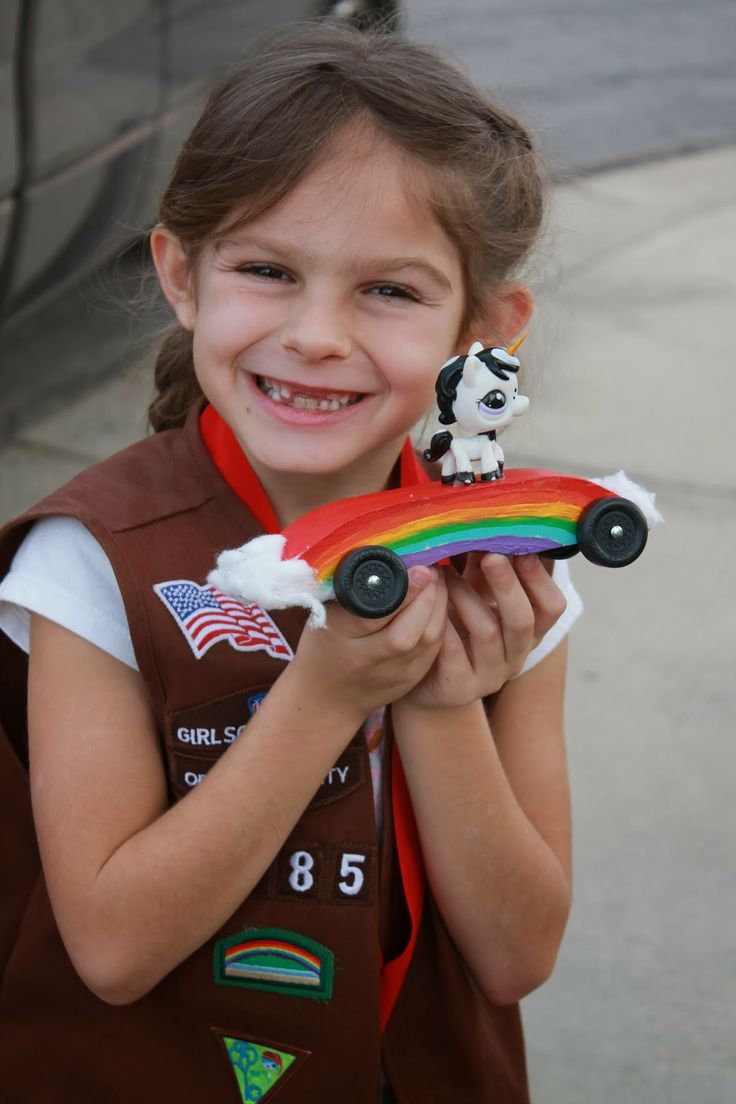 Creatively Quirky at Home: Girl Scout Pinewood Derby Rainbow Car