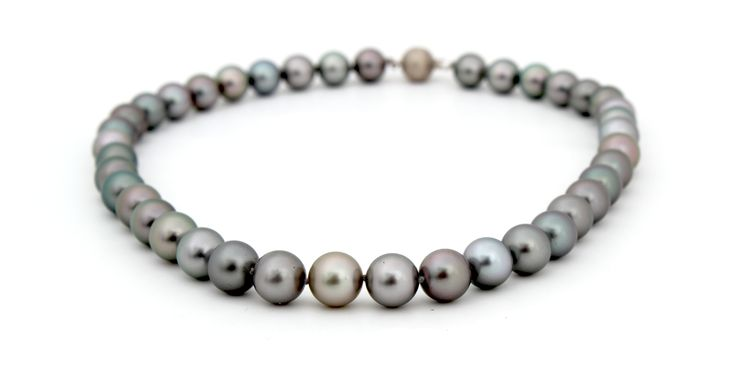 TAHITIAN PEARL NECKLACE | Black Tahitian Pearls are distinguished by their stunning colour.