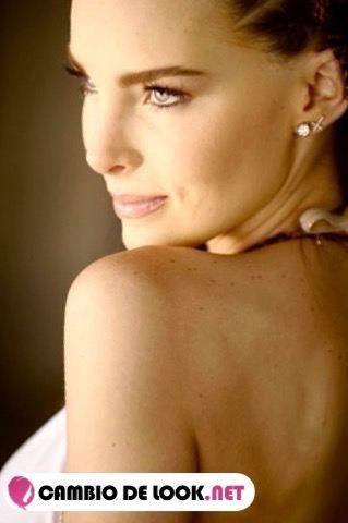 Belinda Peregrin maquillate como ella