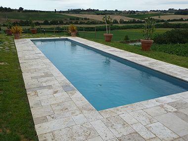 Exterior design recupero piscina con bordo in travertino bucciardato il pavimento stato - Piante per bordo piscina ...