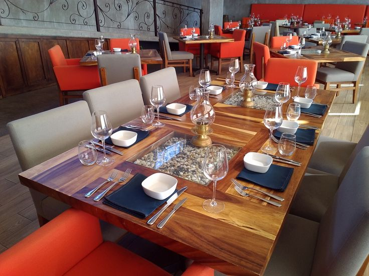 PLANTA BAJA Así es como se verán las mesas en el lugar de la recepción. Esta es una mesa para 8 personas. Habrá también mesas para 10, para 2 y una muy larga : )