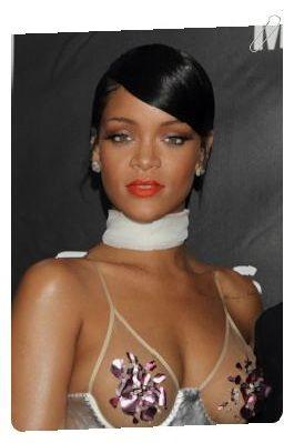 Rihanna Frisuren - Modelle : http://www.einfache-frisuren.xyz/rihanna-kurze-frisuren/ Ob kurze Haare oder lange Mähne – Rihanna steht darauf immer wieder mit einer neuen Haarlänge zu überraschen. Kein Wunder, schließlich steht der Sängerin wirklich jede Frisur.