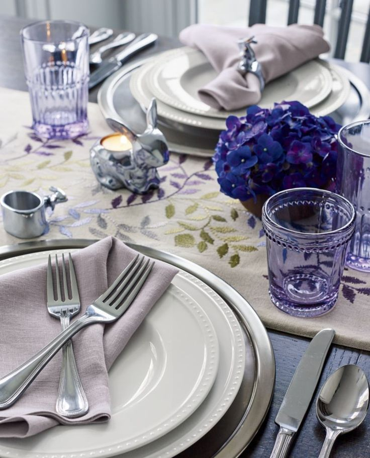 Graceful leaves trail soft springtime colors, embroidered on natural linen-cotton. This stunning table runner is finished with a solid cotton backing and pairs beautifully with matching placemats.