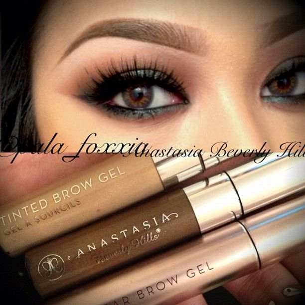 Wow literally obsessed with Anastasia's brow gels!!!! Ladies this will groom your brow hairs so perfectly and keep it in place! Plus if you have blonde hair and need something to lighten up your eyebrow hairs they have it blonde to!! They also provide it in clear too!!! ❤❤❤ @anastasiabeverlyhills @anastasiabeverlyhills