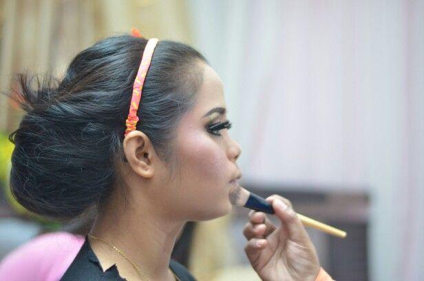 Proses Makeup wedding