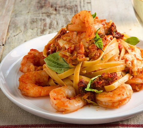Shrimp Fettuccine with Mozzarella. You Fancy. http://www.chefd.com/collections/all/products/shrimp-fettuccine-pasta-and-fresh-mozzarella