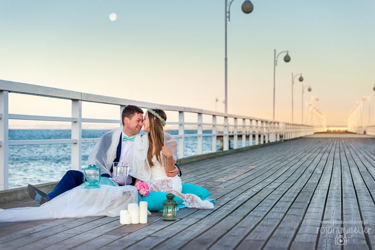 tiffany blue pier picnic scene wedding photography