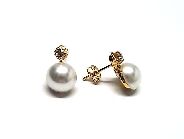 Pendientes de plata de primera ley con media perla chapado en oro amarillo japonesa y cierre omega