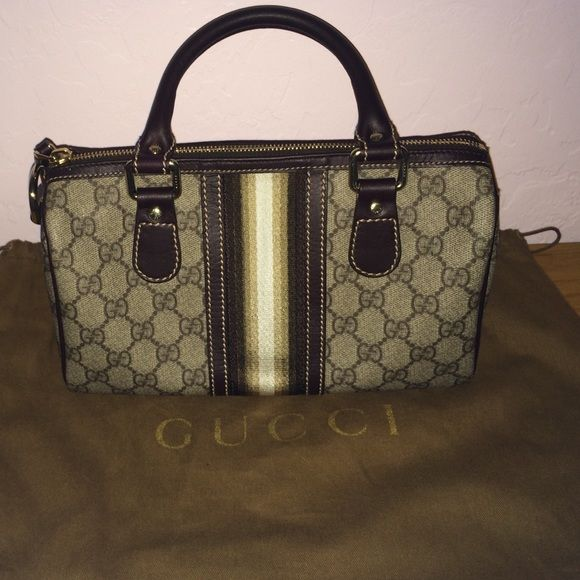 Gucci purse. Small Gucci purse. Comes with  dustbag. In great condition. Firm on price Gucci Bags