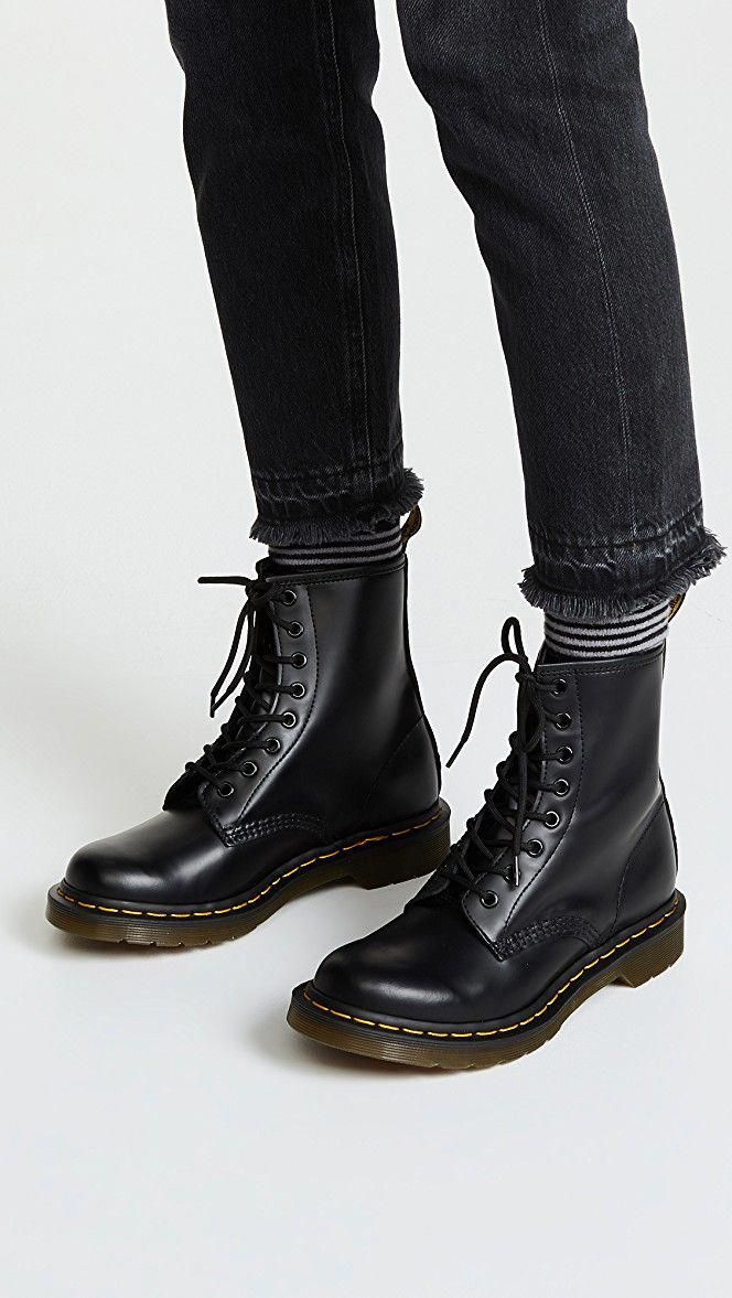 Doc Martens What Are They And How Do You Wear Them Frauenschuhe Stiefel Outfits Mit Stiefeln