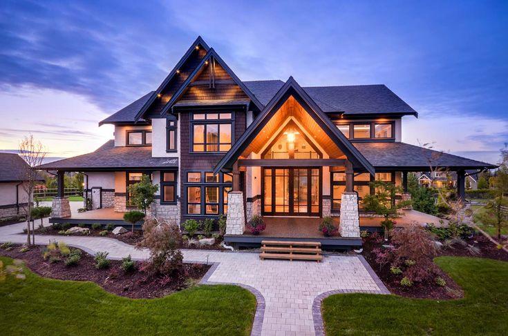 Das Zuhause im Übergangs-Stil in British Columbia zeigt wunderschöne Details