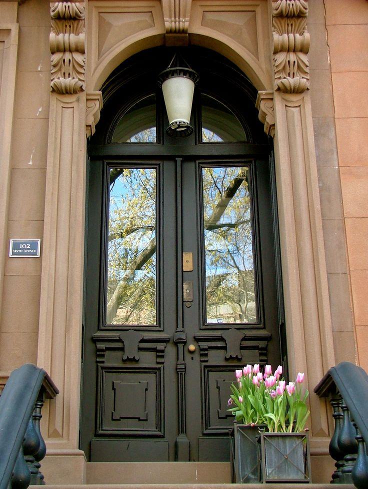 brownstone entryway... looks like home!