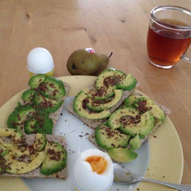 #ontbijt #crackers #avocado #ei #lijnzaad #peer #thee #goodfooddutch #nedslank