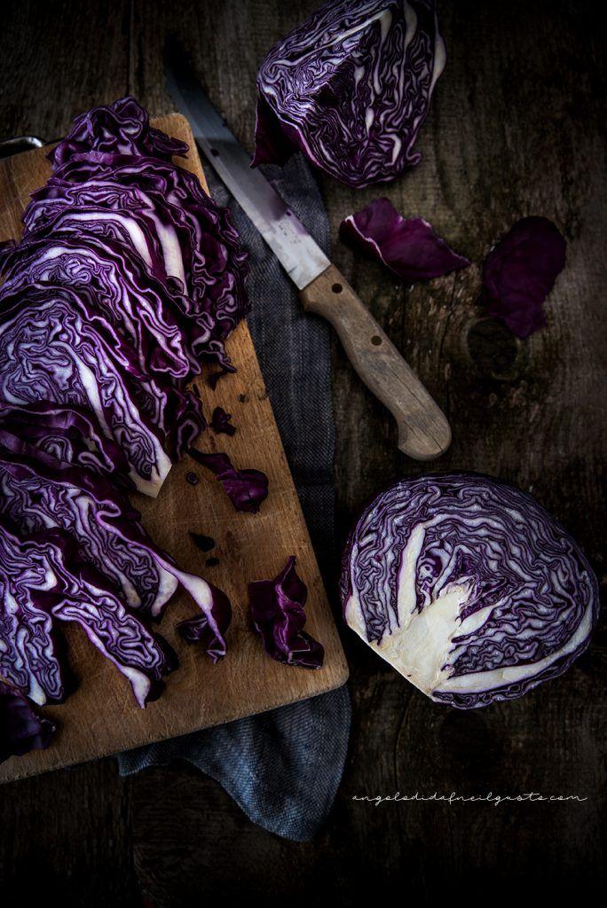 Vellutata di cavolo viola e patate con ricotta, funghi e crostini