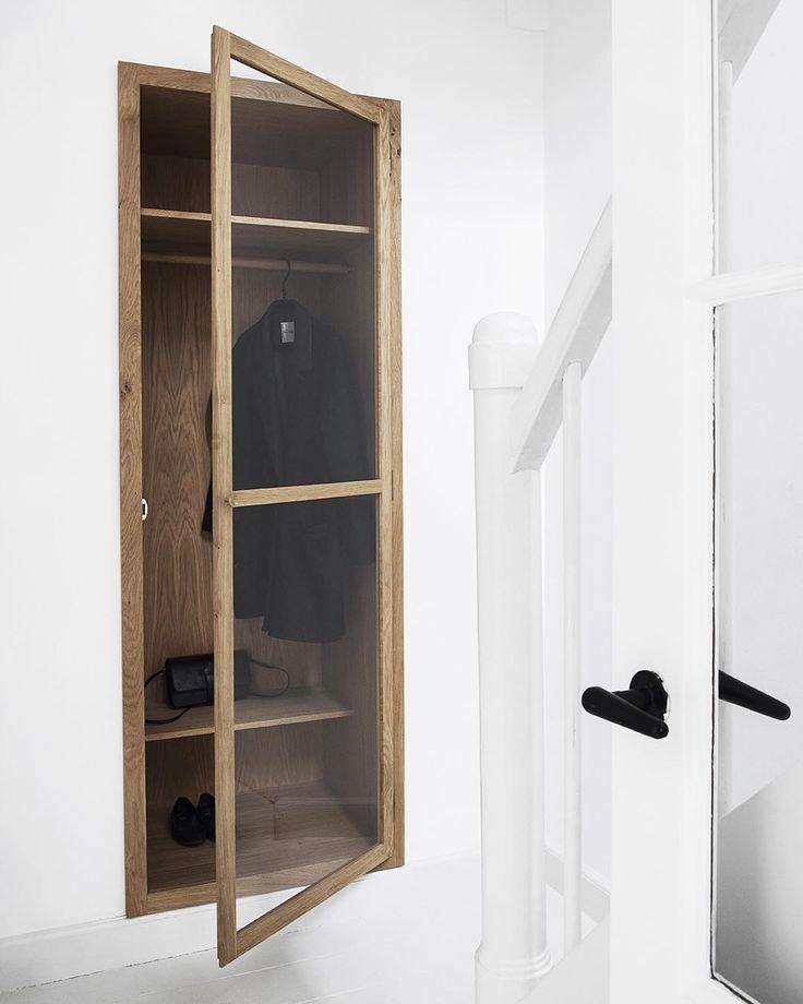 KBH Glass Wardrobe - Built in cabinet in oak, glass and brass. #københavnsmøbelsnedkeri #glasscabinet #smallspaces #kbhglasswardrobe #handmadefurniture #thingsiwannabuybeforeidie photo @gyrithelemche