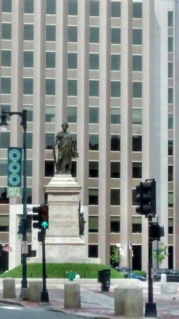 Henry Wadsworth Longfellow statue
