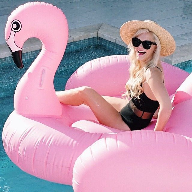 Pink Flamingo Giant Pool Float $100 // poolfloatz.com (FREE SHIPPING) $5 Off After Mailing List Signup! #poolfloat #giantpoolfloats