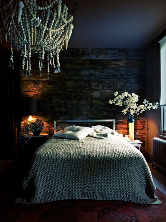 alpine cabin style woodsy bedroom. dark and dreamy