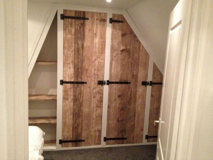 Idee voor mooie deur voor kast in kleine slaapkamer - inbouwkast by www.twinboyswood.nl