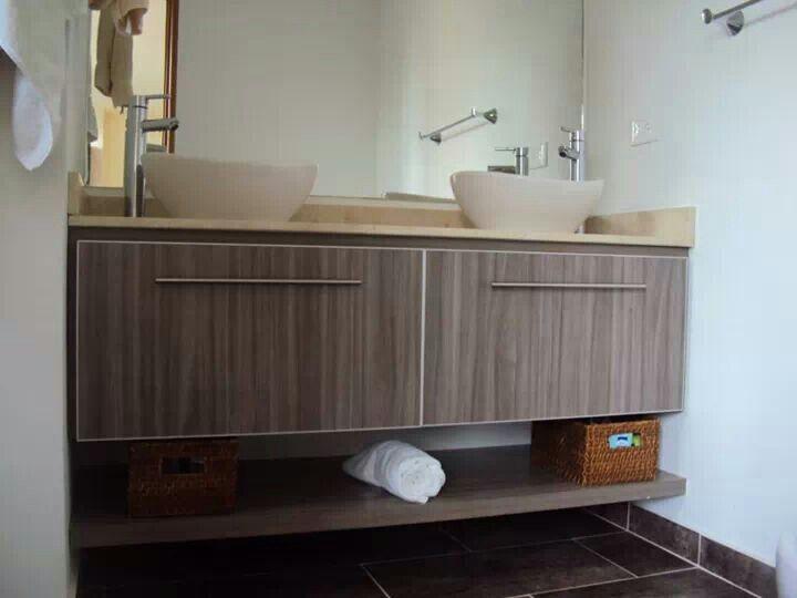 Mueble de ba o doble color humo mes n en m rmol crema for Banos marmol beige