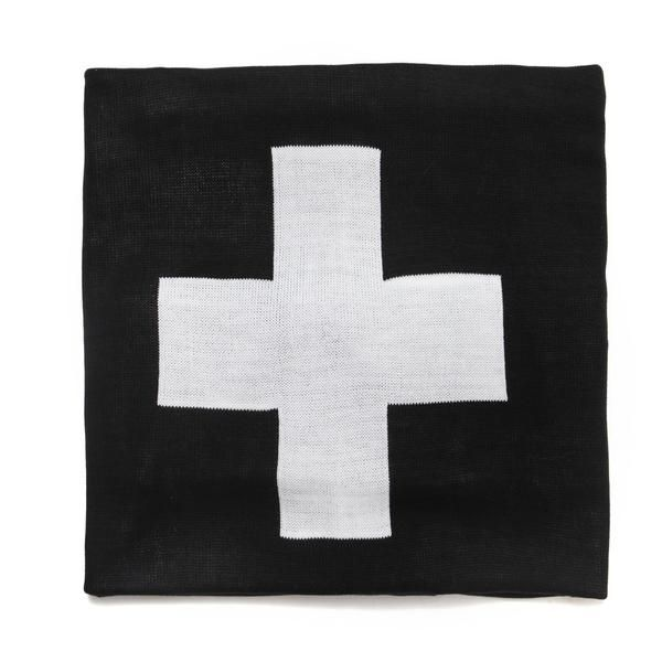 This soft over sized monochrome cross knit blanket is perfect for the whole family! It's big enough to snuggle up under on the sofa, and cosy enough to use as a baby blanket. It also looks great on the bed in a toddler / childs room. We love the large black and white cross design.