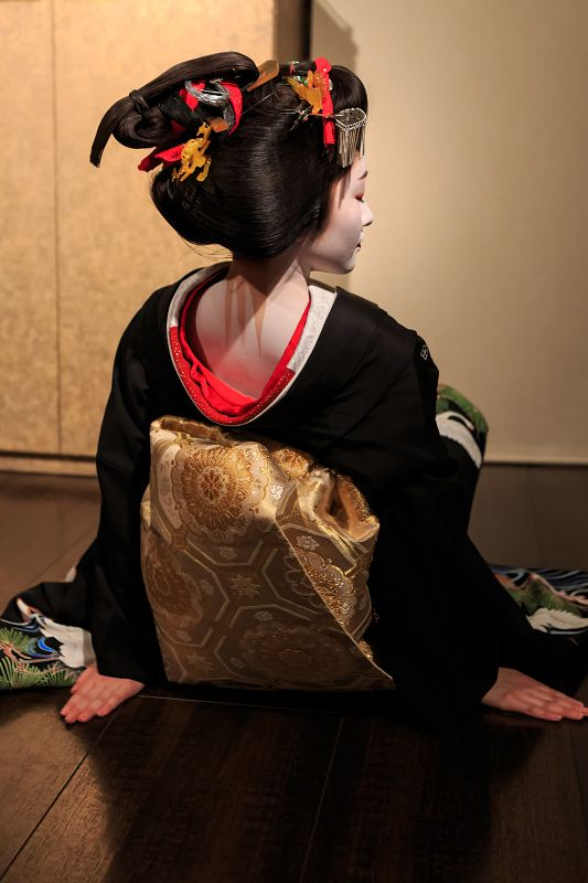 """Dance of """"kurokami"""" (black hair) of time of 先笄 sakkou, hairstyle for last two weeks as a maiko"""