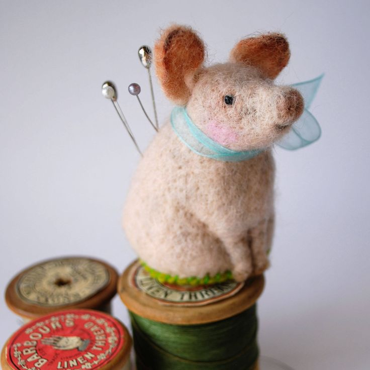 Original Handmade Needle Felted Pig Pin Cushion by MissBumbles on Etsy https://www.etsy.com/listing/569979894/original-handmade-needle-felted-pig-pin