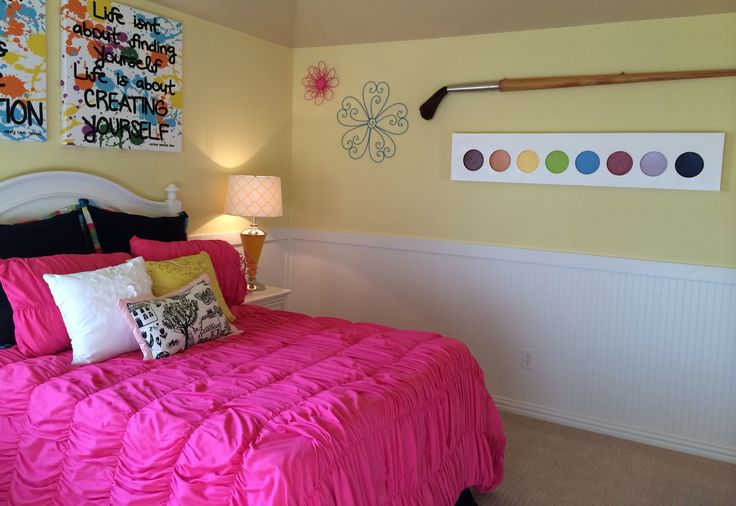 Artist tween Girls bedroom  Like the giant paint brush & paint, love the bright yellow!