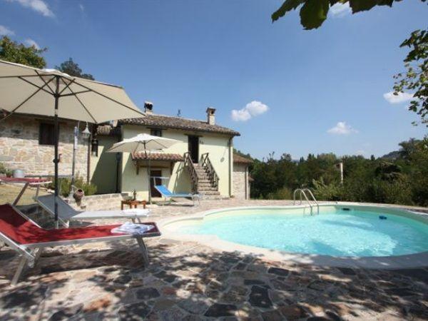 Vakantiehuis in oude molen in Le Marche met zwembad, dieren en veel buitenruimte