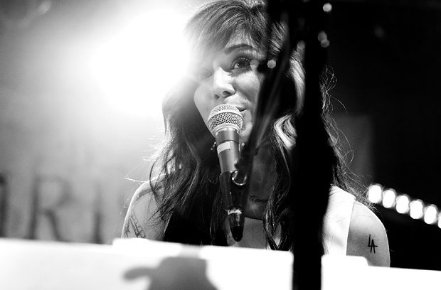 Кристина Перри анонсировала новый сингл «Burning Gold» http://muzgazeta.com/pop/201413936/kristina-perri-anonsirovala-novyj-singl-burning-gold.html