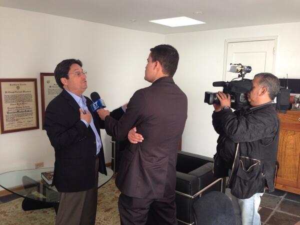 En el Canal El Tiempo. @PachoSantosC