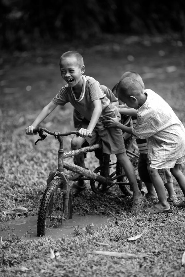 So much fun on a #bike. Just goes to show even a worn out old bike can give kids some fun...