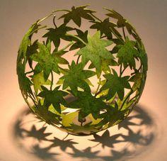 faça um candeeiro com folhas utilizando a técnica do balão