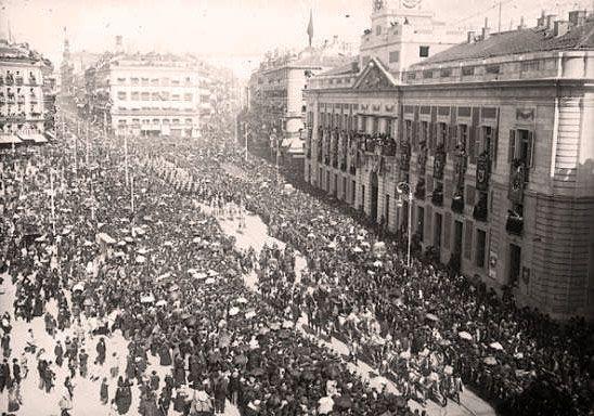 Comitiva Real en la Puerta del Sol, 1908  - Portal Fuenterrebollo
