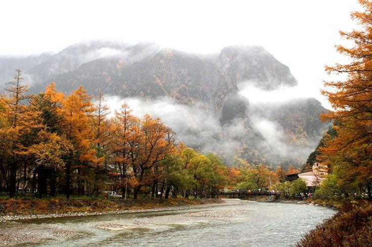 Kamikochi Kappa Bridge in the autumn leaves/上高地 紅葉の中の河童橋