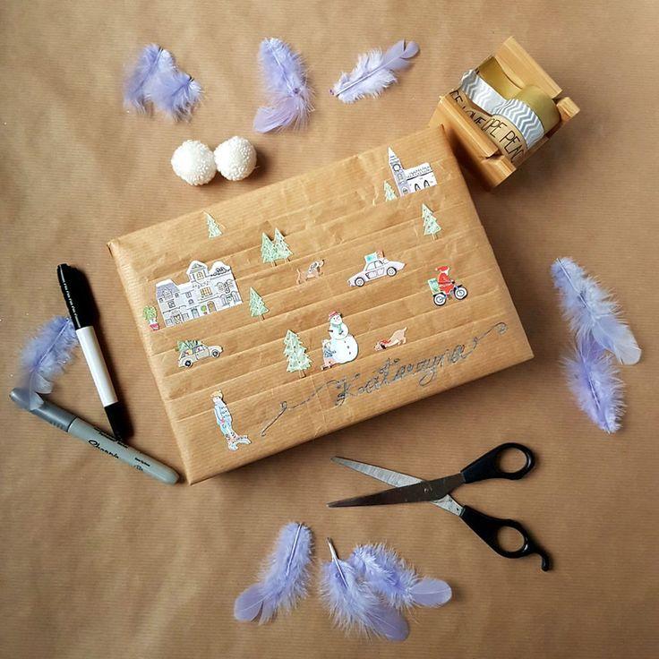 kreatywne pakowanie prezentów [creative gifts wrapping - town and stickers]