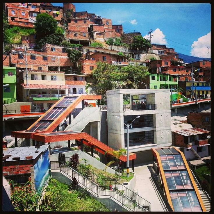 Escaleras electricas en la comuna 13, Medellin, Colombia